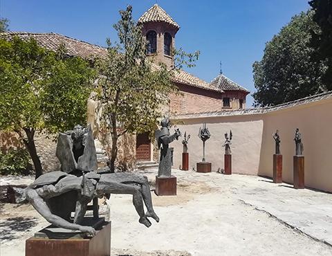 Las esculturas de Venancio Blanco instaladas en la Abadía del Sacromonte