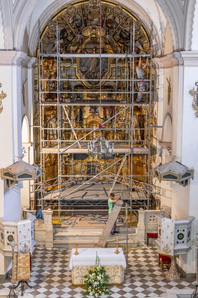 Colocación de los andamios. Foto de Inés Restán