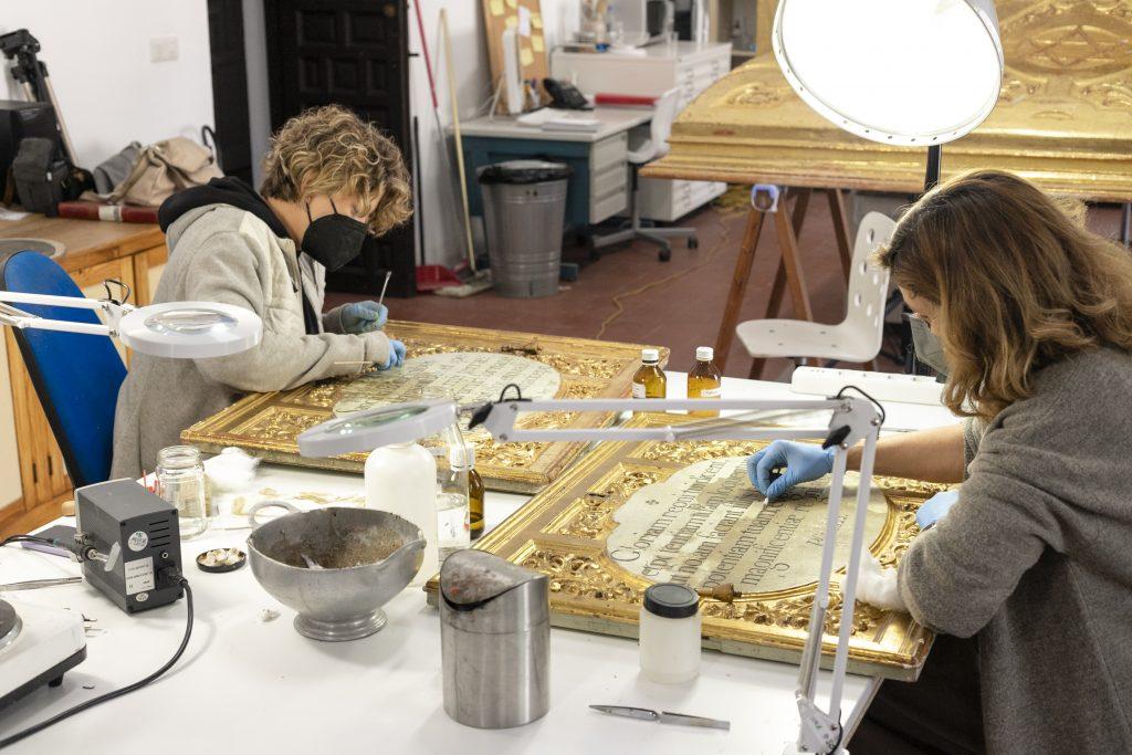 Restauración retablo. Foto de Inés Restán