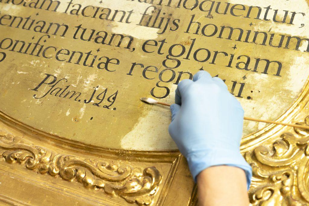 Restauración retablo de la Colegiata. Foto de Inés Restán